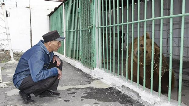 La osa Katya en una cárcel de Kazajistán