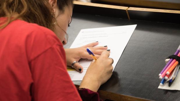 Alumnos catalanes se examinan de la Selectividad desde hoy mismo en la Universidad Pompeu Fabra de Barcelona