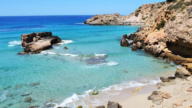 Aguas transparentes en Cala Tarida, Ibiza