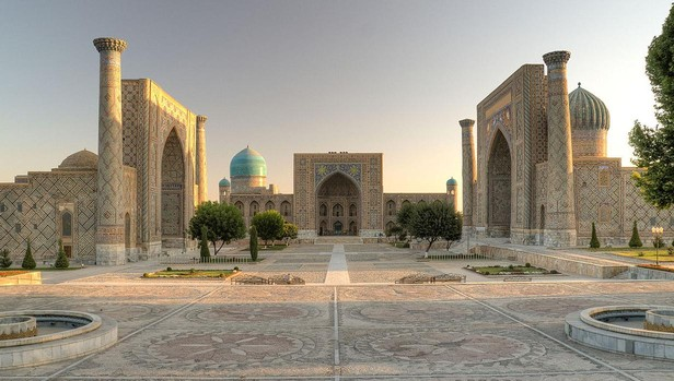 La mezquita de Samarcanda en Uzbekistán